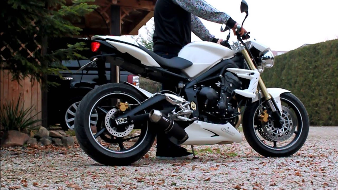 triumph 675 street triple with full 3 1 sc project exhaust no db killer flames youtube. Black Bedroom Furniture Sets. Home Design Ideas
