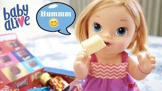BABY ALIVE Comendo Chocolate e Minha Boneca Brincando de Bola