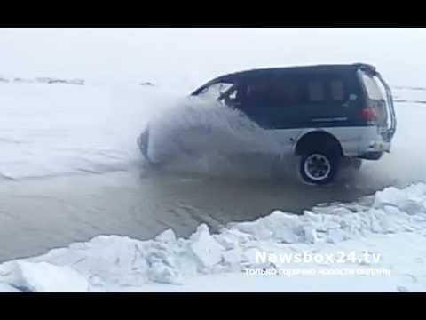 Делика Макквин прыгает через трещину во льду (Круть!!!)