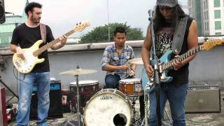 Download Lagu FIRE UNDERWATER - GUGUN BLUES SHELTER Gratis STAFABAND