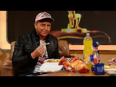 Dennis bringt Raab Currywurst mit - TV total
