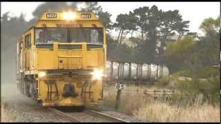 Spectacular video Freight trains in action, Kaikoura Coast New Zealand