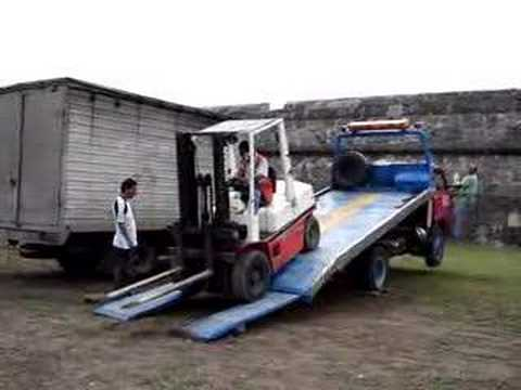 How Not To Unload A Forklift