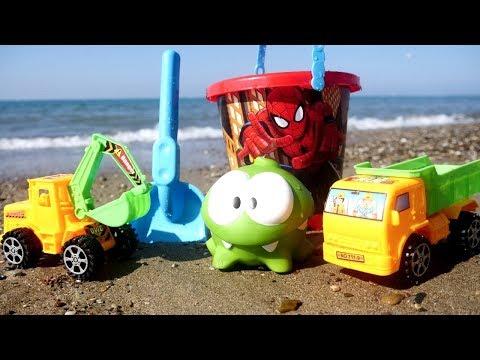 Giochi sulla spiaggia con OmNom-Costruiamo una piscina con le macchine