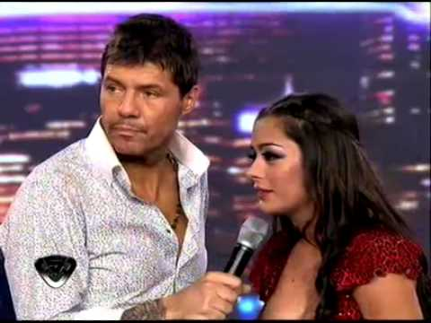 Showmatch 2011 - Larissa Riquelme conquistó a todos con su lengua