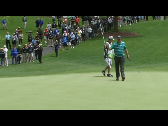 J.B. Holmes drops in a 35-footer at Wells Fargo
