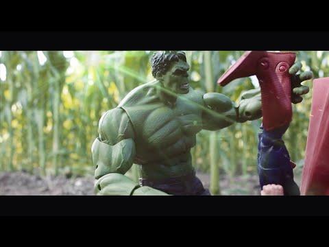 Avengers VS Superman Batman ( Director Cut Figures Marvel DC )