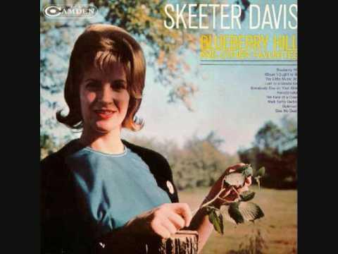 Skeeter Davis - Blueberry Hill (1961) video
