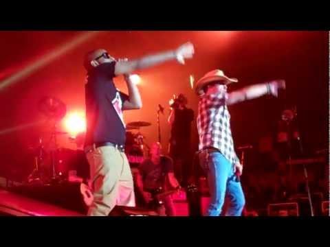 Jason Aldean   Dirt Road Anthem Remix(feat. Ludacris) Lyrics [Jason Aldean's New 2012 Single] picture