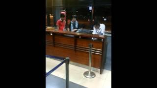 Nhân viên Vietjet Air ăn chửi vì bắt khách chờ cả đêm ở sân bay