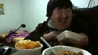 Chàng trai Hàn Quốc yêu thức ăn đến phát rồ