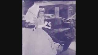 Watch Teresa Brewer A Sweet Oldfashioned Girl video
