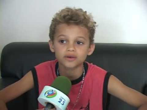 Menino De Rua Volta Suas Origens E Vem A Ji-paraná Cantar Com Pepe Moreno. video