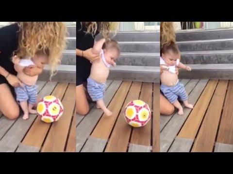 Shakira Y Sasha Piqué Jugando Fúltbol!