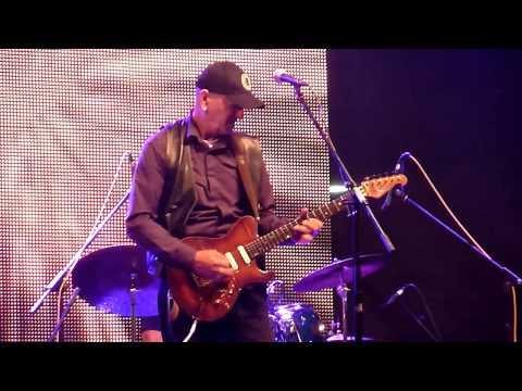 live @ Jazzibar, Kraljevo, Serbia, 06.07.13 / best viewed in 720p Vlatko Stefanovski - guitar, voval Dino Milosavljevi� - drums �oko Maksimovski - basss.