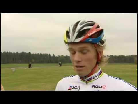 Omschakeling van weg naar veld valt Lars Boom zwaar