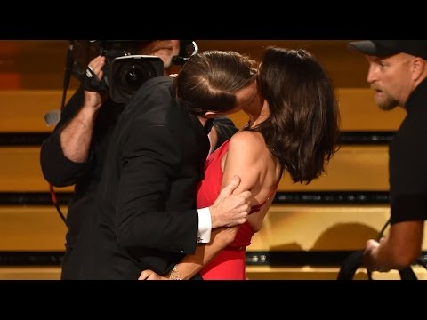 Julia Louis-Dreyfus Makes Out with Bryan Cranston Acceptance Speech Emmys 2014