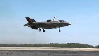 El espectacular despegue vertical del caza F-35B