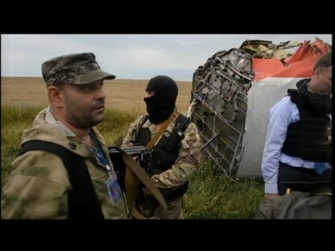 Downed Malaysia Airlines Flight MH17:  Securing the Site klip izle