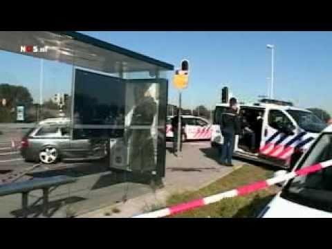 http://zwarteaap.nl :: http://twitter.com/zwarteaap In Amsterdam heeft de politie na een achtervolging twee mannen opgepakt. Aanleiding voor de achtervolging...