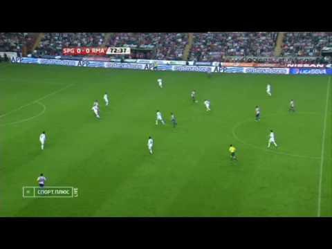 Mahamadou invades Gijón (Real Madrid)