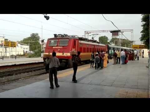 Mumbai Central-Ahmedabad Karnavati Superfast Express arriving swiftly at Bharuch
