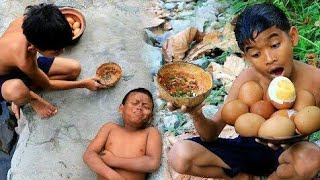 Primitive Technology - Two boy cooking chicken egg at river for food  -11