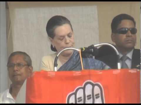 Sonia Gandhi attacks BJP government at Keshod rally