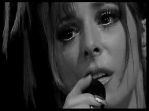 Mylène en larmes  dans Mylène 1995 - 1996 0