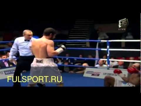 Российский боксер хабиб аллахвердиев по прозвищу ястреб (справа)