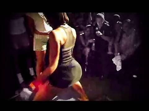 Funny! Big Girl Bounces Smaller Girl in Booty Shake Dance Contest