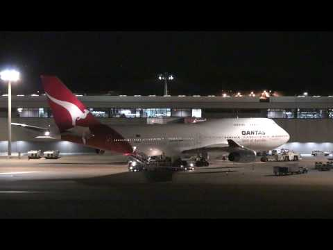 Qantas Airways Boeing 747-400 & 767-300ER -Narita International Airport Terminal2-