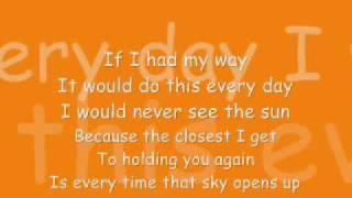 Watch Brad Paisley Rainin You video