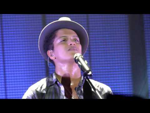 Bruno Mars - Nothing On You - live Manchester 2 november 2011 - HD