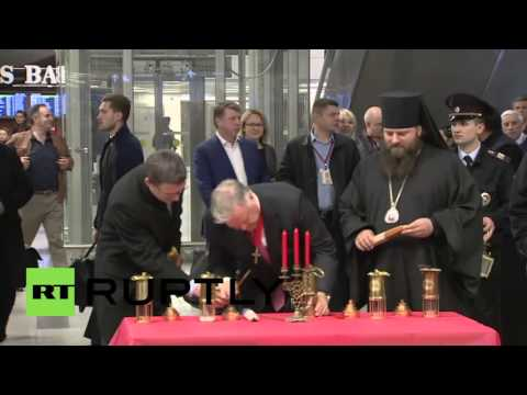 Russia: Holy Fire arrives to Moscow from Jerusalem for Easter