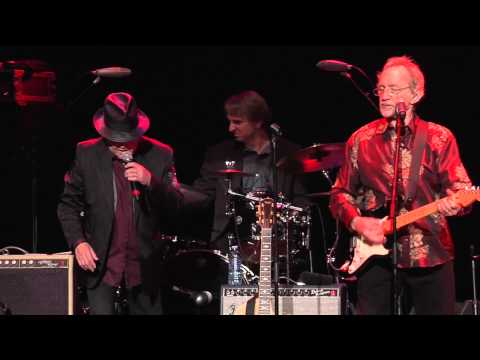 """The Monkees - """"(I'm Not Your) Steppin' Stone"""" Live 2015"""