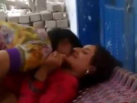 media pakistani girls kiss her boyfriend