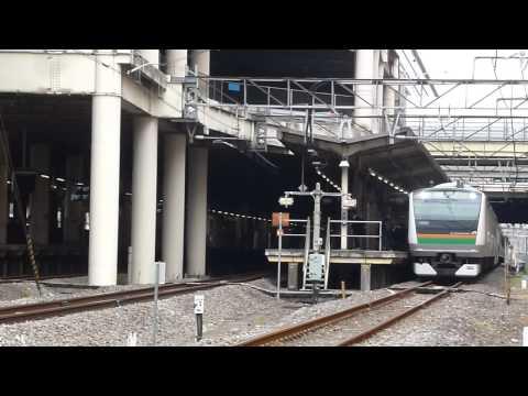 【珍列車】高崎線熊谷駅で優等列車2本を待つ普通列車!