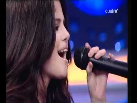 SELENA GOMEZ SINGING NATURALLY