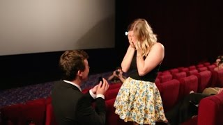 Aussie guy proposes to girlfriend in packed cinema. Best wedding proposal EVER!