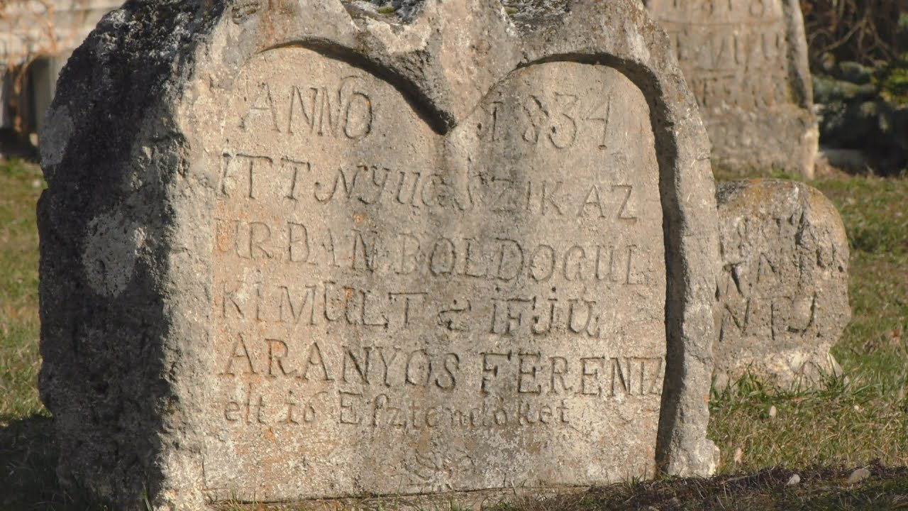 Balatonba fulladt a lány, szív alakú sírkövet faragott neki a szerelme