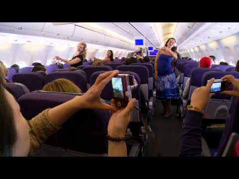 Flash Mob Hula at 38,000 Feet on Hawaiian Airlines (Na Lei Hulu I Ka Wekiu)