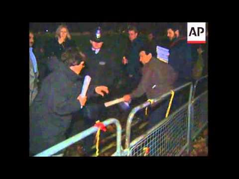 UK: LONDON: IRAQI DEMONSTRATORS CLASH DURING SANCTIONS PROTEST
