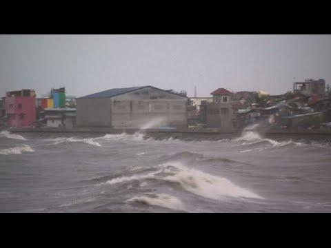 Typhoon 'Lando' slams Manila
