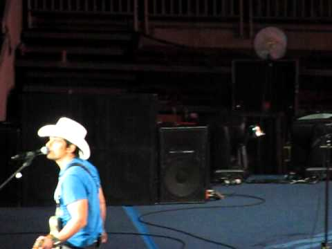 Brad Paisley- This Is Country Music  Hersey, Pa video