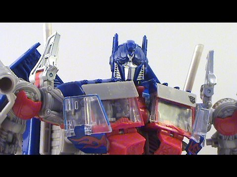 Video Review of Transformers Revenge of the Fallen; Leader Class Optimus Prime