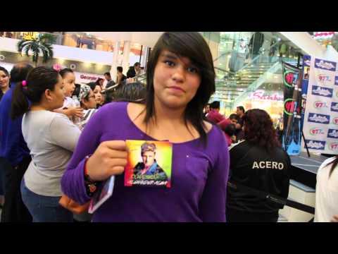 Alexander Acha en firma de autógrafos - Mixup Parque Lindavista