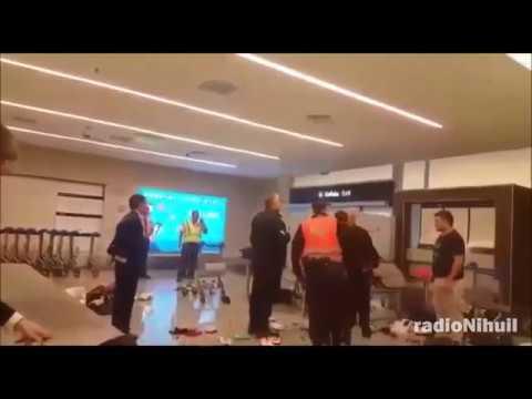 Ataque de furia de un hombre en la Aduana
