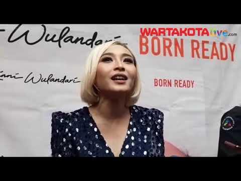 Download  Rinni Wulandari Kisahkan Perjalanan 14 Tahun Berkarier Lewat 'Born Ready' Gratis, download lagu terbaru