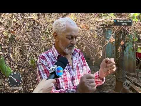 Idoso de 82 anos fica preso em cisterna durante 8 dias - SBT Notícias (08/07/17)